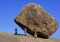 ROCK AND NO ROLL : SEE MYSTERIOUS ROCK WHICH DEFIED GRAVITY